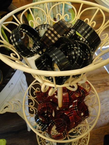 Plaid plastic bangle bracelets