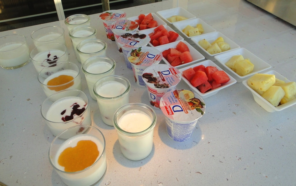 Yogurts and fruit
