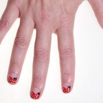 Minnie Mouse Manicure DIY