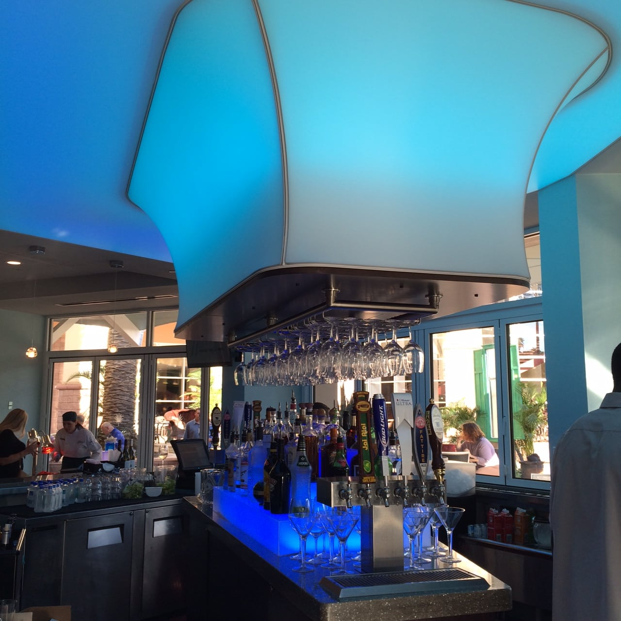 Harry S Poolside Bar And Grill Opens At The Rosen Centre