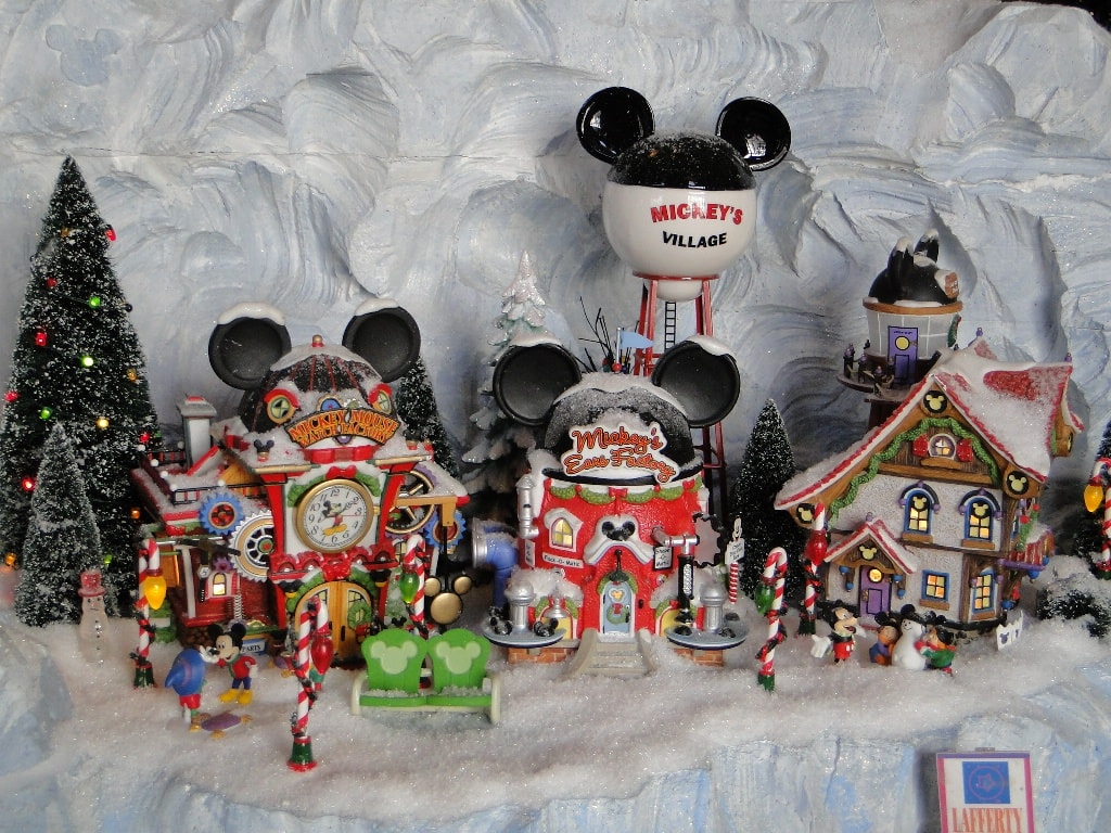 Disney S Yacht Club Christmas Decorations With A Mickey