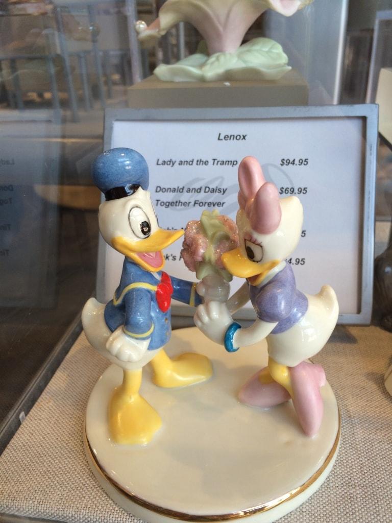 Donald and Daisy Duck Figurine Statue Lenox China Valentines Day Walt Disney World Love