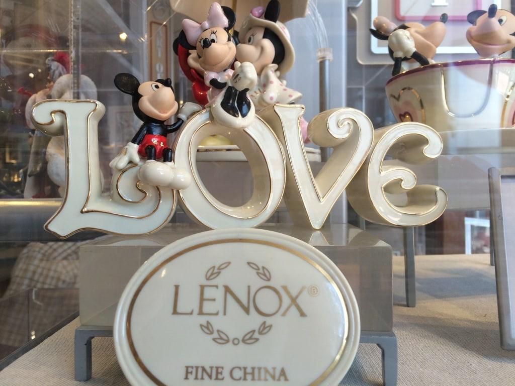 Mickey and Minnie Mouse Love Lenox China Figurine Statue Valentines Day Walt Disney World