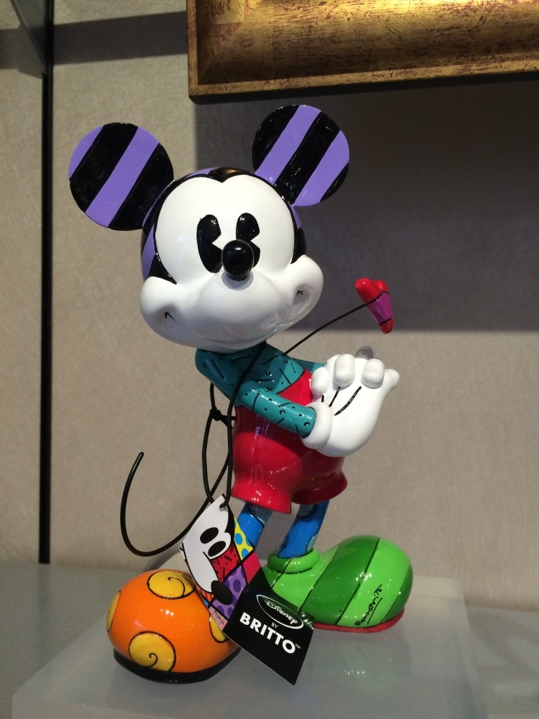 brito Mickey Mouse figurine statue heart valentines day walt disney world