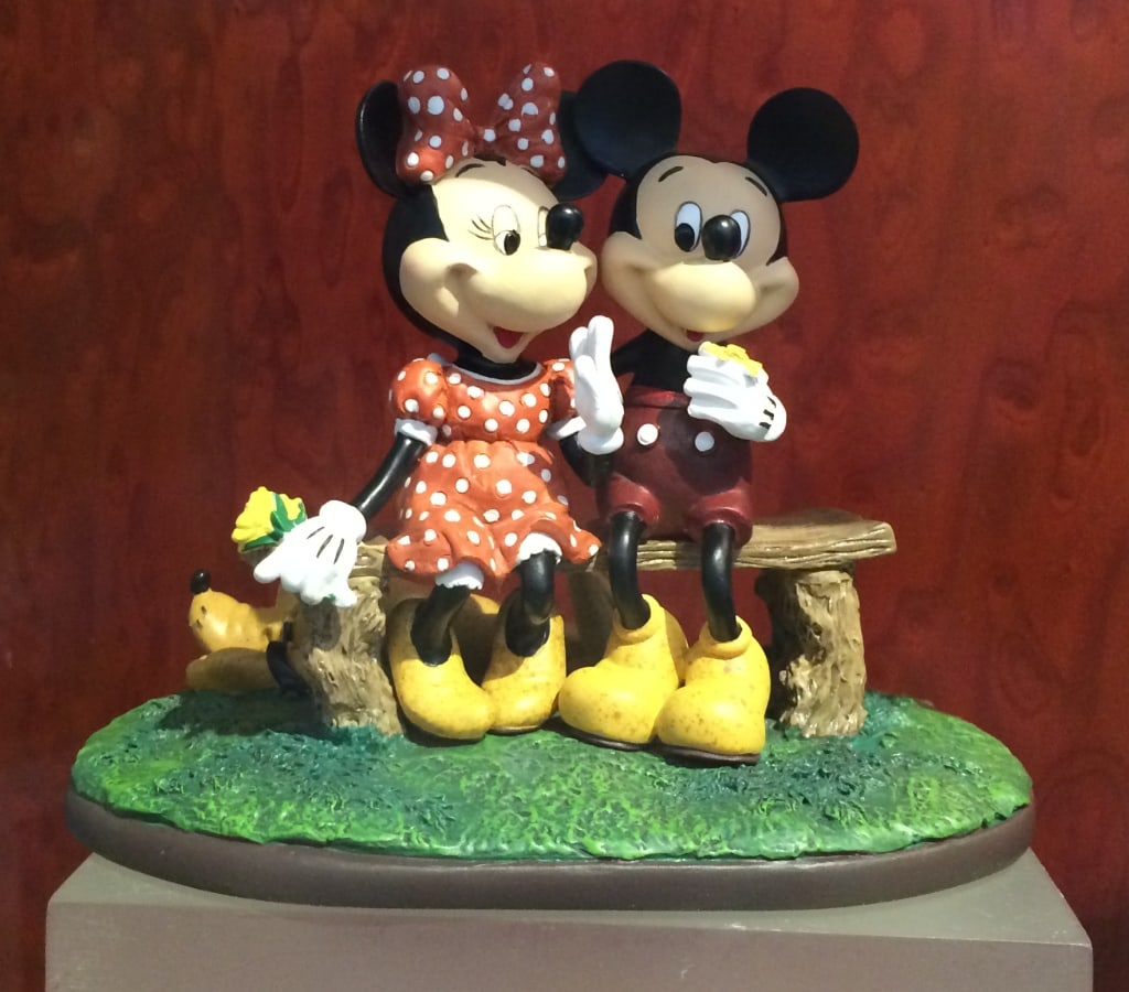 Mickey and Minnie Mouse Figurinen Love Statue Valentines Day Disney world