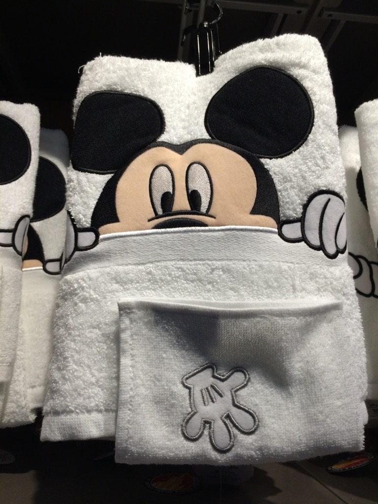 Mickey Mouse Bath Towel Set with Washcloth Disney