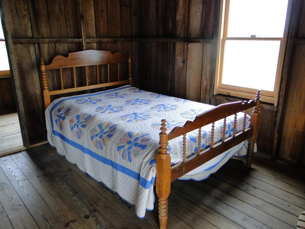 Pioneer Village Bed