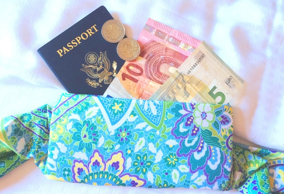 BANDI Wear with passport