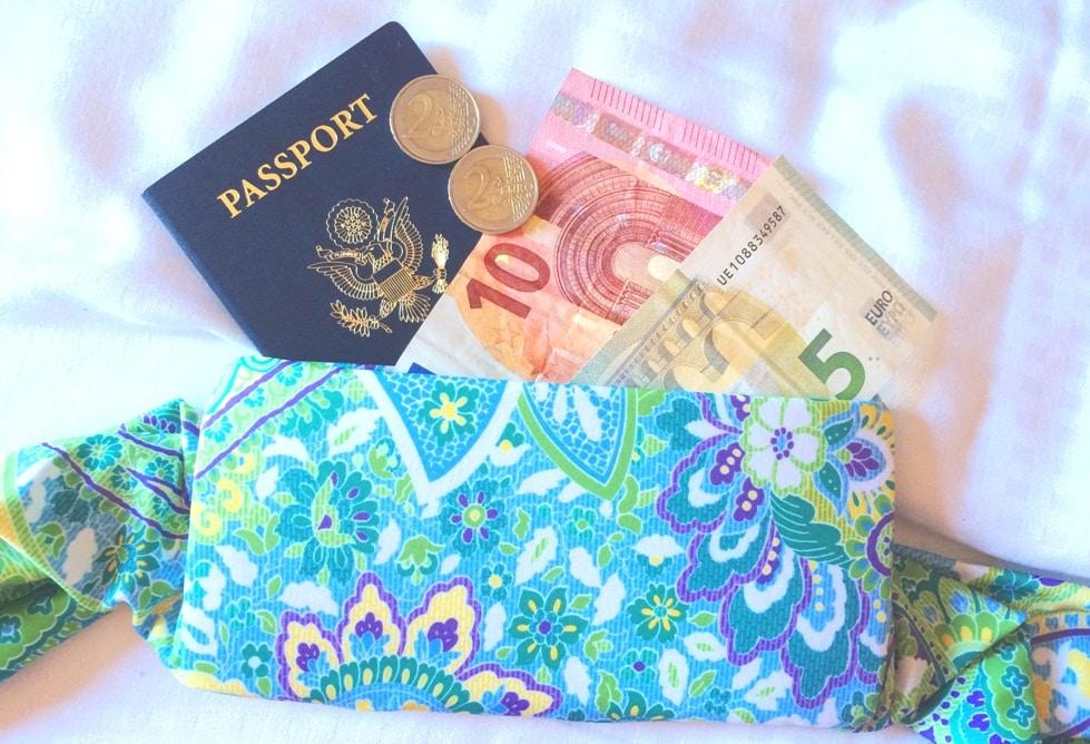BANDI Wear with passport