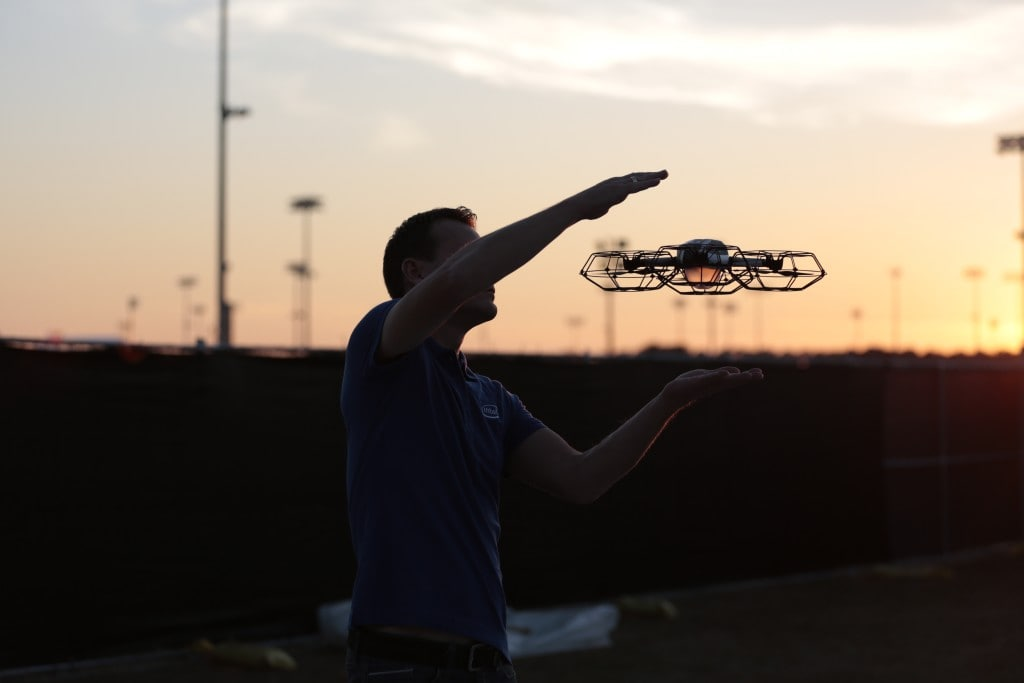 The new Disney drone show is amazing!!!! This Christmas show at Disney Springs has 300 drones in the air making classic holiday images with traditional songs. It's FREE! You've got to see it!