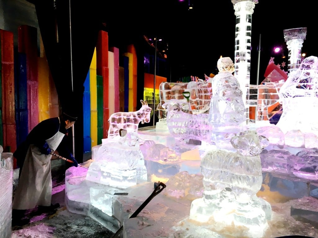 A Charlie Brown Christmas is the 2016 theme of ICE! at Gaylord Palms! We love this holiday tradition in Orlando! It's the best Christmas event in Kissimmee and Central Florida! Here's what you need to know - and bring - before you go to ICE!
