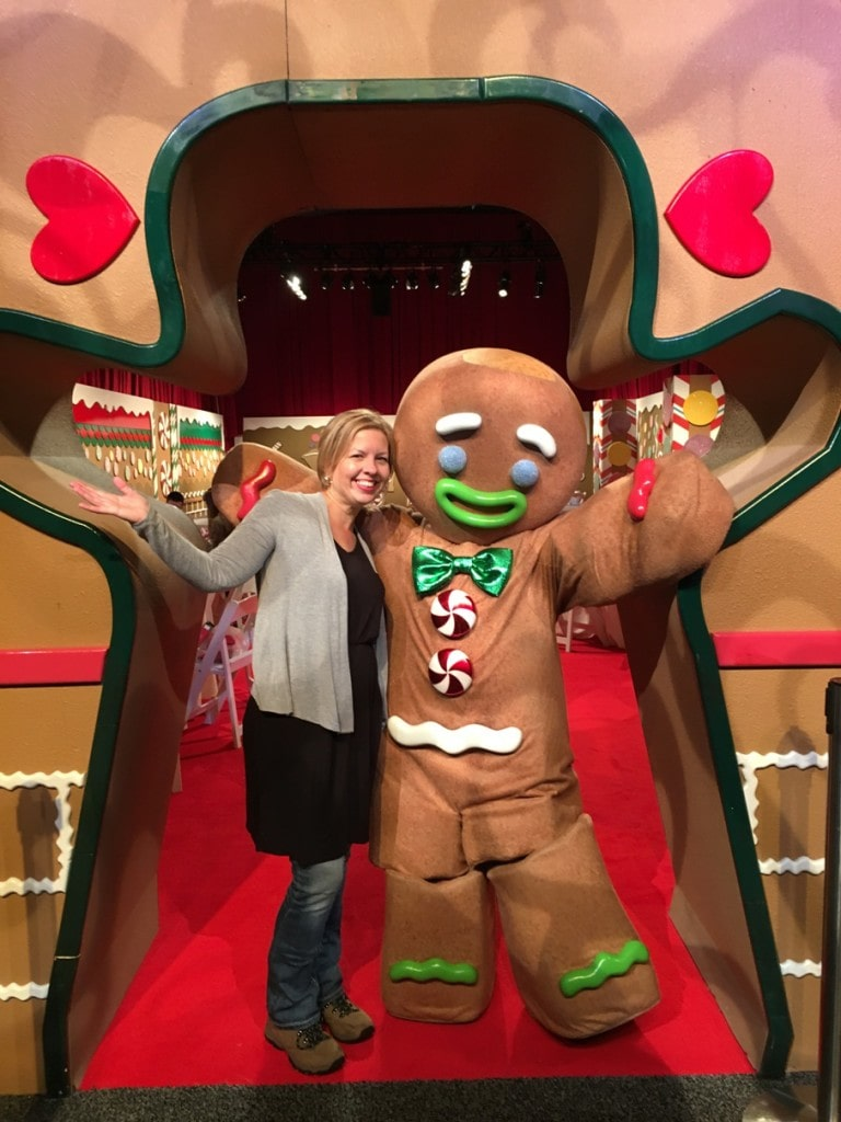Christmas at Gaylord Palms Resort near Orlando is amazing!!! This is one of the best holiday events in central Florida! ICE! is the most popular attraction, but look at all of these fun activities at the Kissimme resort just 5 minutes from Disney World!