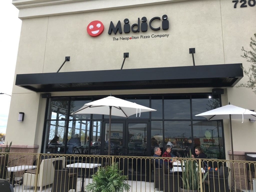 New restaurant in Kissimmee, Florida area opens to rave reviews near The LOOP. All Non-GMO ingredients at MidiCi The Neopolitan Pizzay Company in the Orlando area. Custom pizzas cooked in 90 seconds. From the founder of Menchie's frozen yogurt, this new pizzeria concept is sure to be popular!