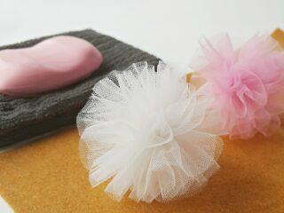 Body pouf mesh bath sponge white pink soap in a dish