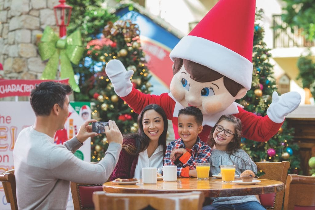 elf on the shelf character with family taking pictures at breakfast at gaylord palms in Orlando