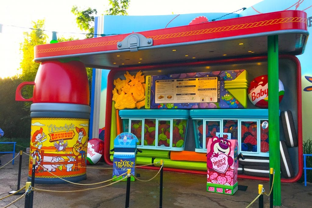 restaurant looks like in old lunch box with thermos propping up roof at Disney Toy Story Land