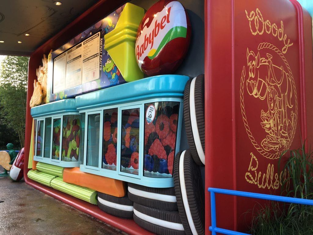 Woody's Lunchbox restaurant details in Toy Story Land at Disney