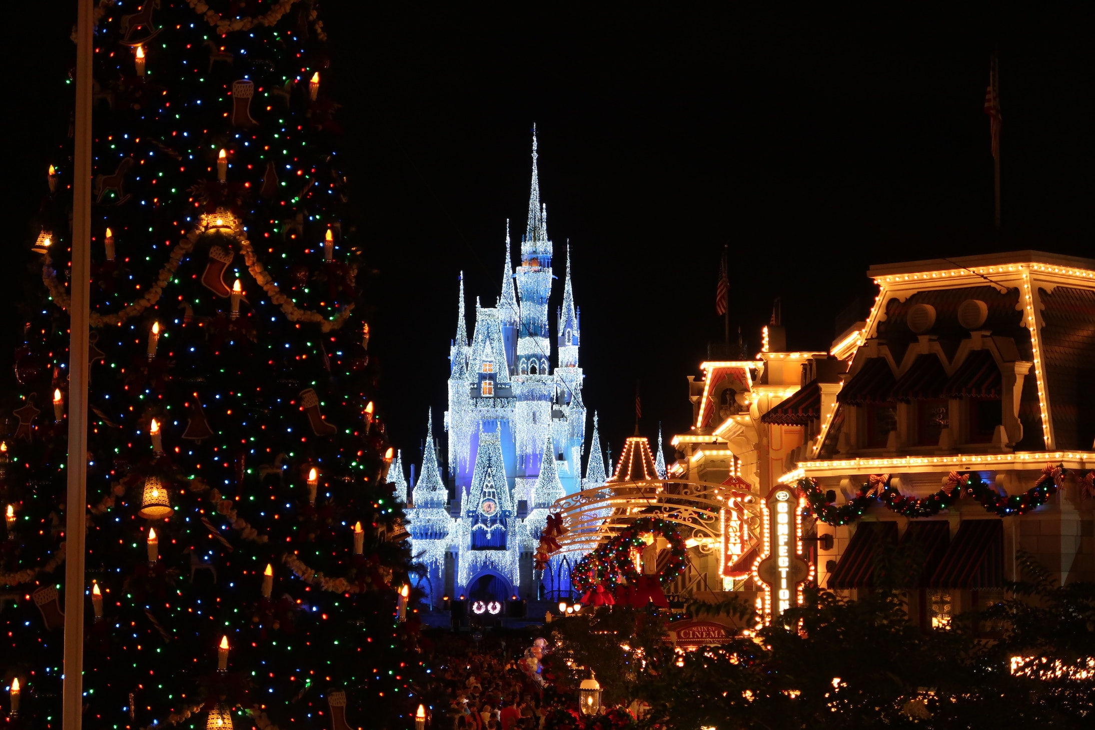 Cinderella Castle Lit Up Magic Kingdom Christmas