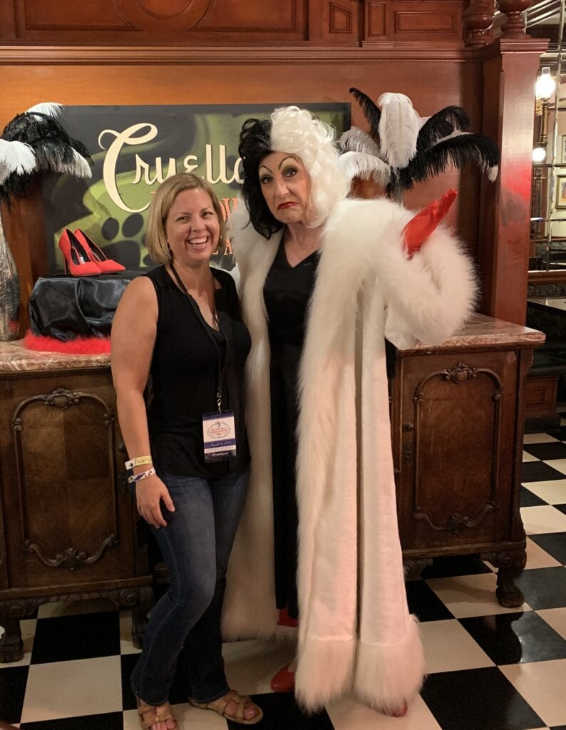 Kim with cruella de vil villain magic kingdom