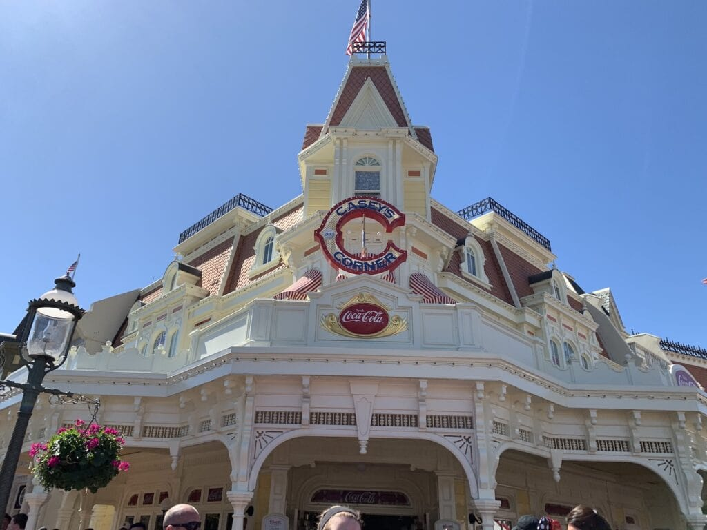 Caseys corner hot dog restaurant magic kingdom Disney World