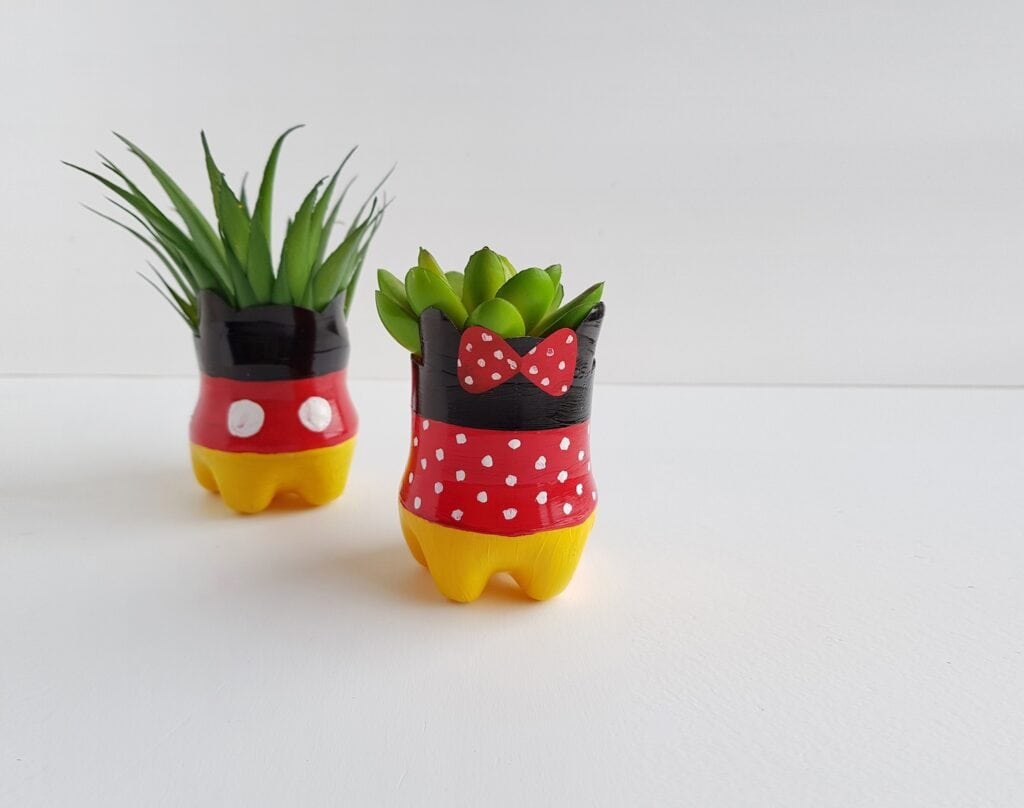mickey and Minnie Mouse flower pots DIY upcycling plastic bottles